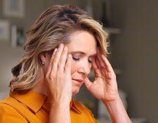 Los dolores de cabeza más comunes ocurren por la tensión que usted hace en los músculos de los hombros, cuello y mandíbula. Suelen relacionarse con el estrés, la depresión o la ansiedad. (Foto Prensa Libre: Servicios)