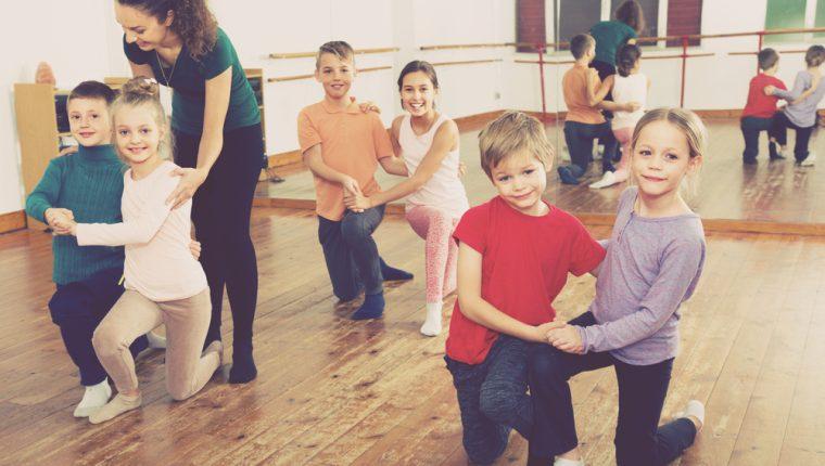 El baile es un ejercicio físico divertido y con muchos beneficios para los niños. (Foto Prensa Libre: Servicios).