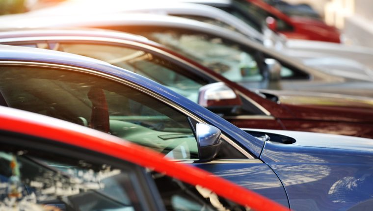 Comprar vehículos usados es una forma de economizar, pero debe prevenir algunos riesgos. (Foto Prensa Libre: Servicios).