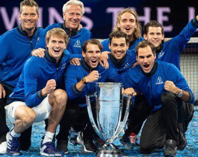 El equipo e Rafael Nadal y Roger Federer celebraron este domingo la Copa Laver. (Foto Prensa Libre: AFP).