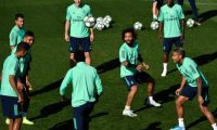 (FromL) Real Madrid's French defender Raphael Varane, Real Madrid's Brazilian midfielder Casemiro, Real Madrid's Belgian forward Eden Hazard, Real Madrid's Welsh forward Gareth Bale, Real Madrid's Brazilian defender Marcelo Real Madrid's Brazilian forward Vinicius Junior and Real Madrid's Dominicans forward Mariano Diaz attend a training session at the Valdebebas training complex in the outskirts of Madrid, on September 30, 2019, on the eve of the UEFA Champions league Group A football match against Club Brugge. (Photo by PIERRE-PHILIPPE MARCOU / AFP)