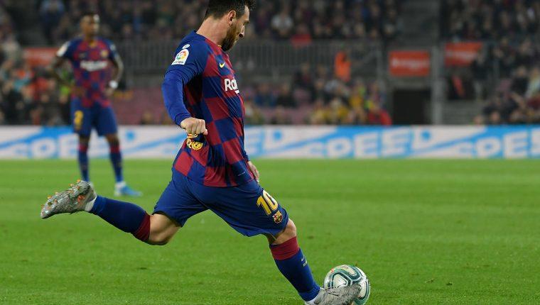 Lionel Messi anotó un golazo de tiro libre frente al Valladolid. (Foto Prensa Libre: AFP)