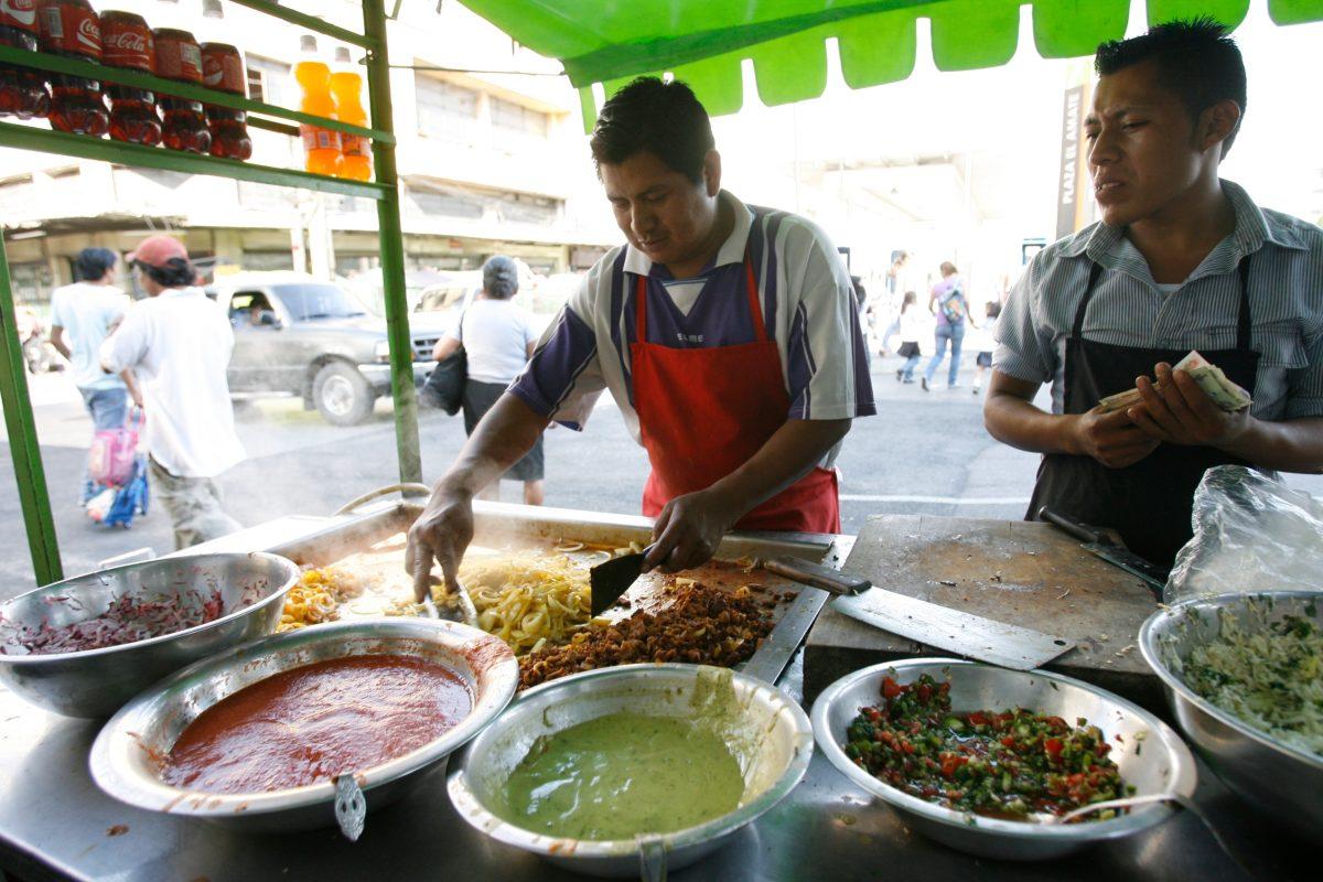 Comuna capacita a vendedores de alimentos, mientras casos de diarrea van en aumento