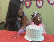 Tanvi Barman organiza celebraciones de cumpleaños a niños sin hogar. CBS