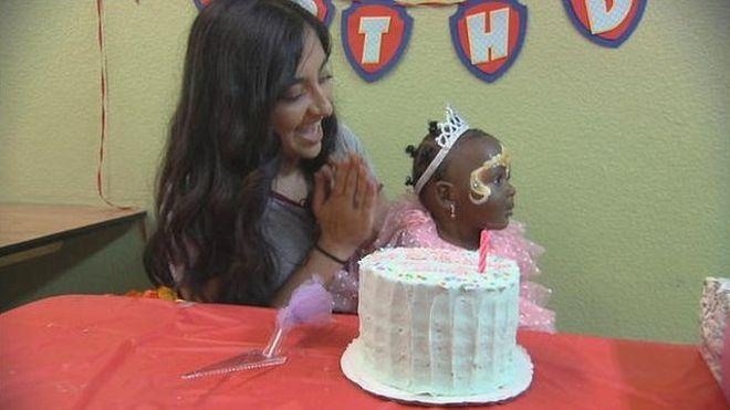 Tanvi Barman, la adolescente que organiza fiestas de cumpleaños para niños sin hogar en EE. UU.