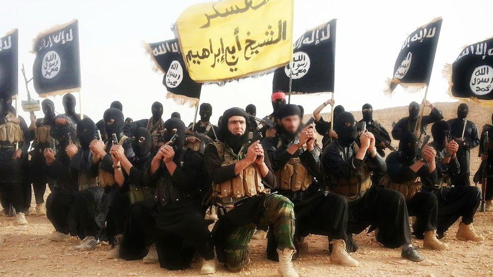 """Líder de Estado Islámico: que sé sabe de Abu Ibrahim al Hashemi al Qurashi, el misterioso nuevo """"califa"""" de EI"""