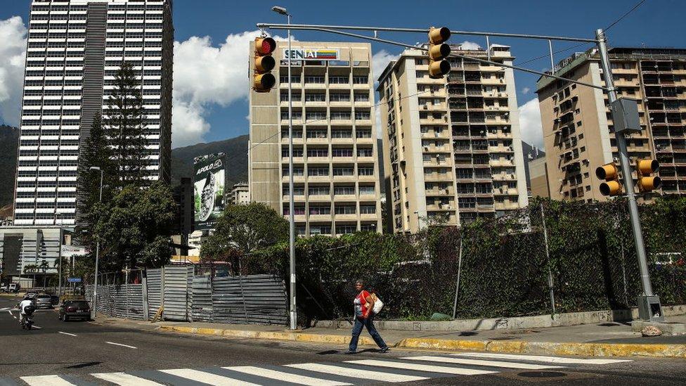 Crisis en Venezuela: los cuidadores de casas, el nuevo empleo que prospera en Venezuela por el miedo de los emigrantes de perder sus propiedades