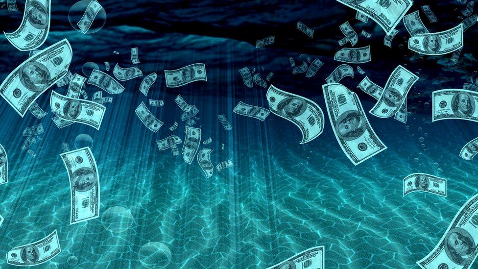 MONIAC, la genial máquina que muestra los vaivenes de la economía… con agua
