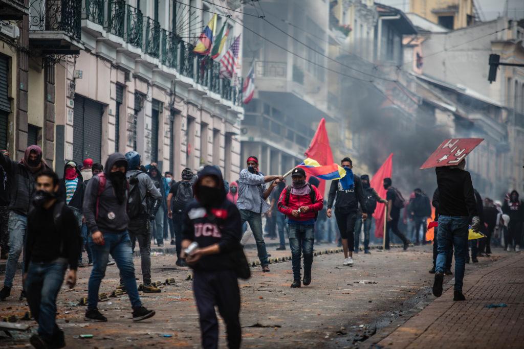 Estado de excepción en Ecuador: tres preguntas para entender las violentas protestas por el alza en el precio de combustibles
