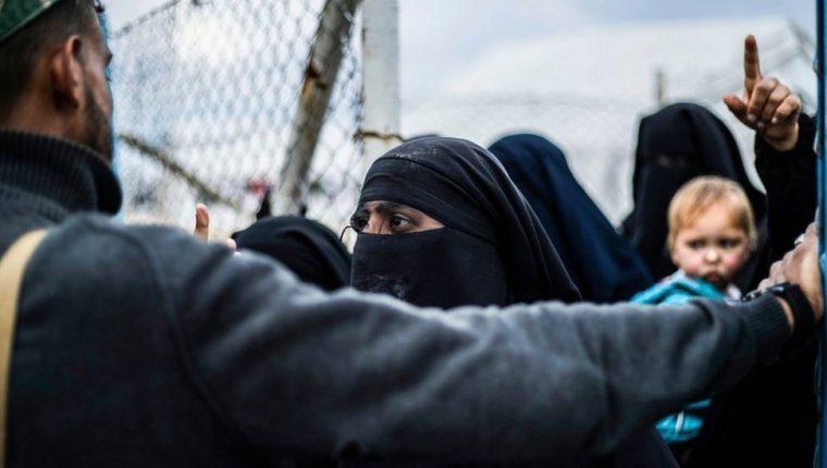 El campo de Al-Hol alberga a más de 70.000 prisioneros, la mayoría de ellos mujeres y niños.