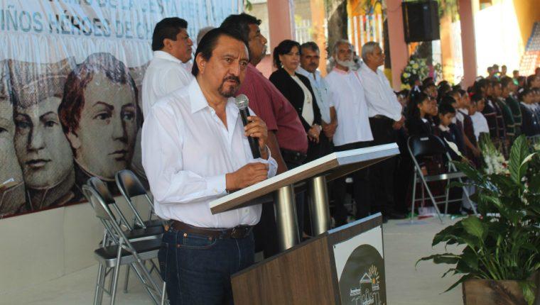 El alcalde Escandón Hernández enfrentó el enojo de sus vecinos.