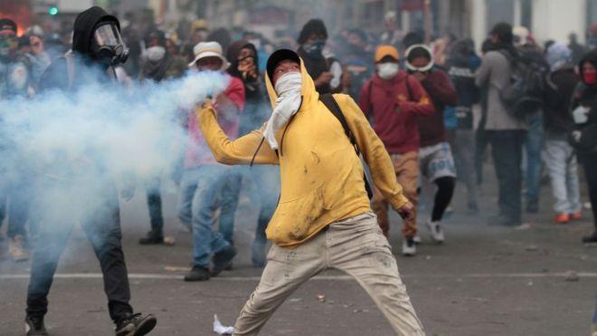 Los indígenas han denunciado la violenta respuesta de la policía en respuesta a las protestas por el alza de los combustibles. GETTY IMAGES