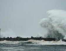 El tifón generó grandes olas cuando mientras se aproximaba a la costa.
