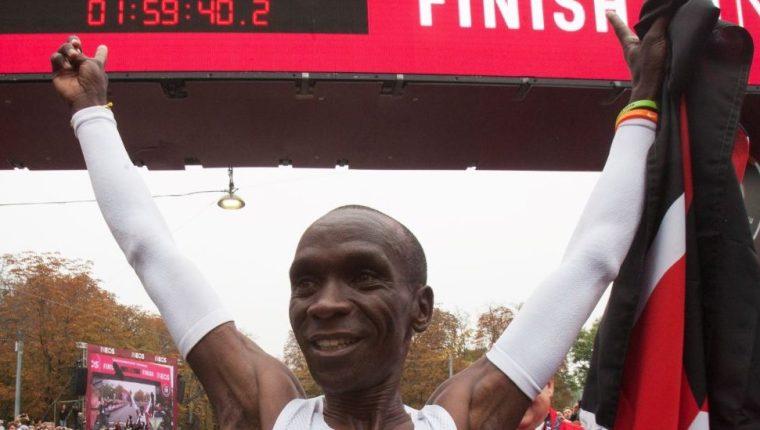 Kipchoge bajó la marca de las dos horas en una maratón completa.