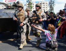 El ejército patrullaba las calles de Santiago este sábado con tanques militares. GETTY