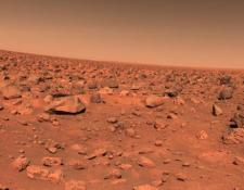 La primera foto de Marte enviada por la sonda Viking II en la década de 1970. Las naves Viking fueron las primeras que aterrizaron en la superficie de Marte y lograron enviar imágenes a la Tierra.