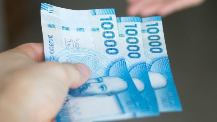 El salario medio en chile es de US$550 al mes. Ese es el sueldo que recibe la mitad de la población activa.