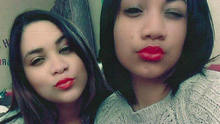 Otro selfie, tomado años después de la primera, muestra una sorprendente similitud entre Miché (izq) y su hermana Cassidy.