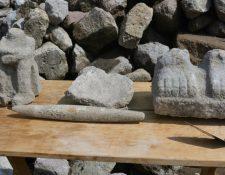 Varias figuras talladas en piedra fueron encontradas en un antiguo dique al noreste de Ciudad de México. INAH