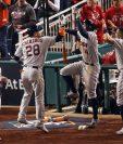 Los jugadores de los Astros festejan el triunfo en Washington. (Foto Prensa Libre: AFP)