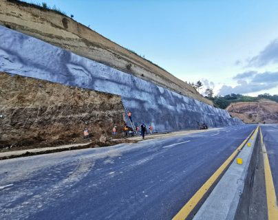 El libramiento de Chimaltenango costó más de Q500 millones, es una carretera de 15 kilómetros de largo que bordea la cabecera departamental. (Foto Prensa Libre: Hemeroteca PL)
