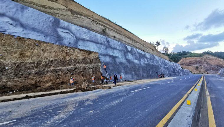 Reforzamiento de taludes en el libramiento de Chimaltenango. (Foto Prensa Libre: María René Gaytán)