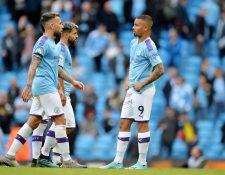 Los jugadores del City lucen desconsolados por la derrota. (Foto Prensa Libre: EFE)