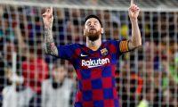 GRAF6381. BARCELONA, 06/10/2019.- El delantero del FC Barcelona Leo Messi celebra tras marcar el cuarto gol ante el Sevilla, durante el partido de la octava jornada de Liga en Primera División disputado esta noche en el Camp Nou, en Barcelona. EFE/Toni Albir