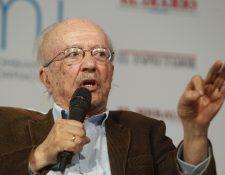 El periodista colombiano Javier Darío Restrepo falleció este domingo a los 87 años. (Foto Prensa Libre: EFE).