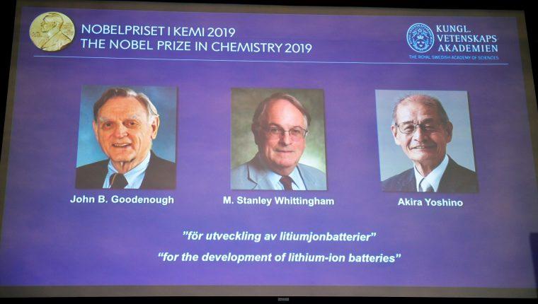 Nobel de química lo ganan tres científicos claves para las baterías de dispositivos móviles. (Foto Prensa Libre: EFE)