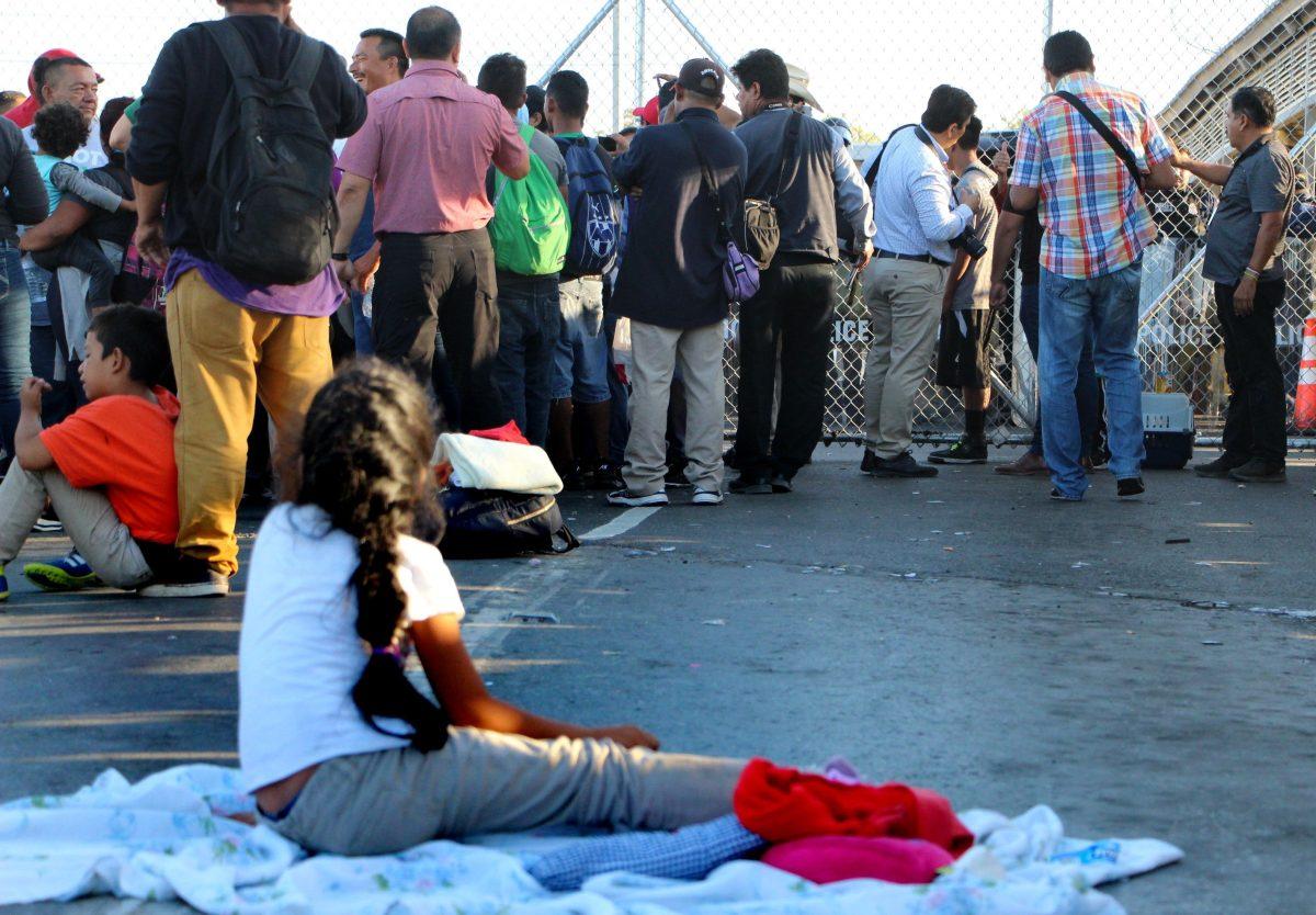 EE. UU. evalúa cambios en permisos de trabajo para solicitantes de asilo