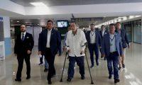 Alejandro Giammattei a su arribo al Aeropuerto Internacional La Aurora, luego de su frustrada visita a Venezuela. (Foto Prensa Libre. Hemeroteca PL)