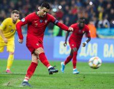 Cristiano Ronaldo agradeció a todos lo que colaboraron para que llegar a 700 goles. (Foto Prensa Libre: EFE)