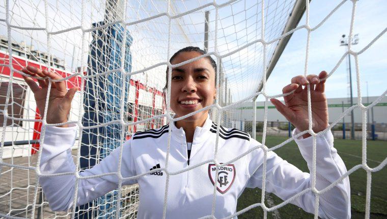 "La delantera del Madrid CFF, la guatemalteca Ana Lucía Martínez, ""Analú"", en el Estadio Matapiñonera, Madrid. (Foto Prensa Libre: EFE)"