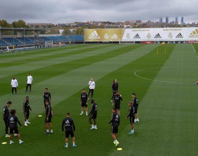 Vista general del entrenamiento del Real Madrid en la ciudad deportiva de Valdebebas para preparar el partido de Liga que les enfrenta al RCD Mallorca. (Foto Prensa Libre: EFE)