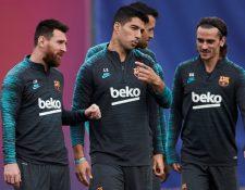 El delantero uruguayo del Barcelona, Luis Suárez, al centro, espera tener una gran Champions League. (Foto Prensa Libre:   EFE)