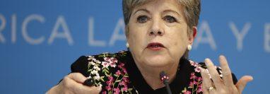La secretaria ejecutiva de la CEPAL, Alicia Bárcena,, reveló un informe de la Comisión Económica para América Latina y el Caribe de la ONU (Cepal). (Foto Prensa Libre: EFE)
