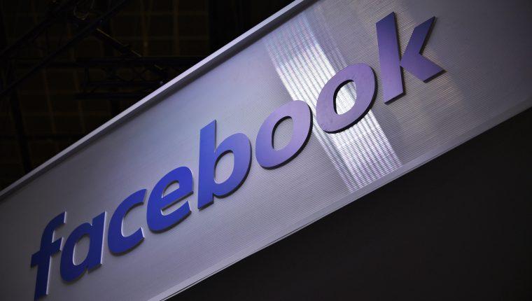 Facebook aceptó pagar una multa por una causa de privacidad derivada del escándalo de Cambridge Analytica. (Foto Prensa Libre: EFE)