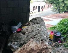 Vecinos del barrio La Pedrera, Gualán, Zacapa, temen por el desprendimiento de rocas desde la parte alta de una montaña. (Foto Prensa Libre: Dony Stewart)