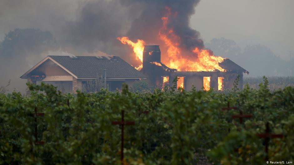 Más de 50 mil personas evacuadas por incendios en Estados Unidos