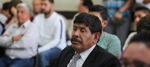 Adolfo Vivar, exalcalde, escucha la sentencia. (Foto Prensa Libre: Érick Ávila)