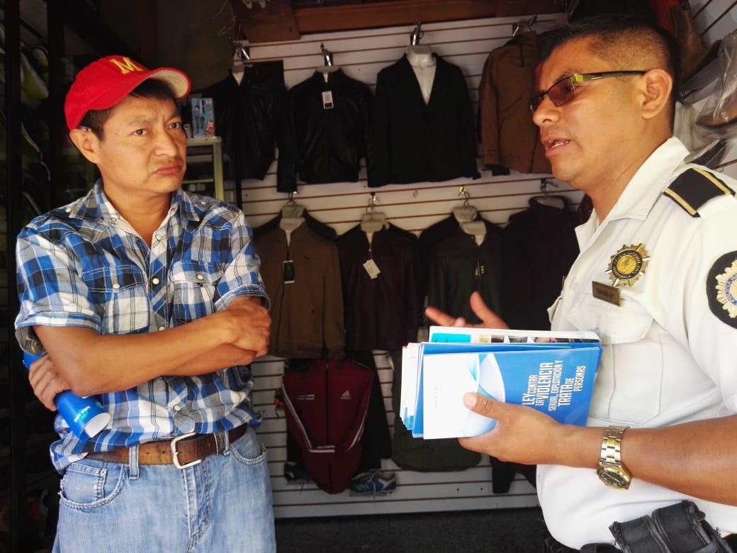 Policía sensibiliza a comerciantes y vecinos sobre explotación y trata de personas