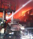 Bomberos controlaron las llamas después de cuatro horas. (Foto Prensa Libre: Bomberos Voluntarios)