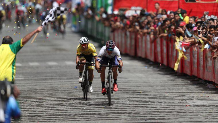 El cierre de la tercera etapa estuvo lleno de emociones. (Foto Prensa Libre: Carlos Vicente)