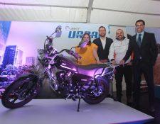 La Curacao presentó la nueva línea de motocicletas AKT. Foto (Prensa Libre: Norvin Mendoza