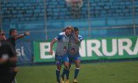 Los jugadores de Iztapa festejan en El Trébol. (Foto Prensa Libre: Norvin Mendoza)