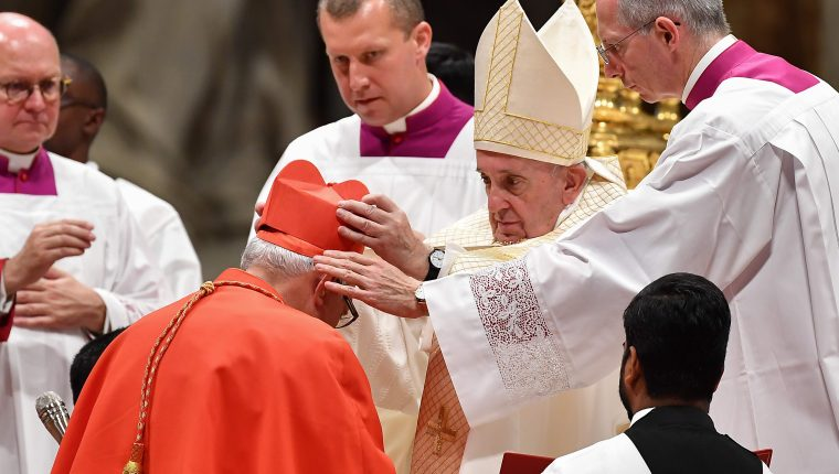 El obispo Álvaro Ramazzini, el día que fue ordenado cardenal por el papa Francisco, en octubre del 2019. (Foto Prensa Libre: Hemeroteca PL)