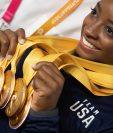 Simone Biles luce sus preseas de oro en el Mundial de Gimnasia. (Foto Prensa Libre: AFP)
