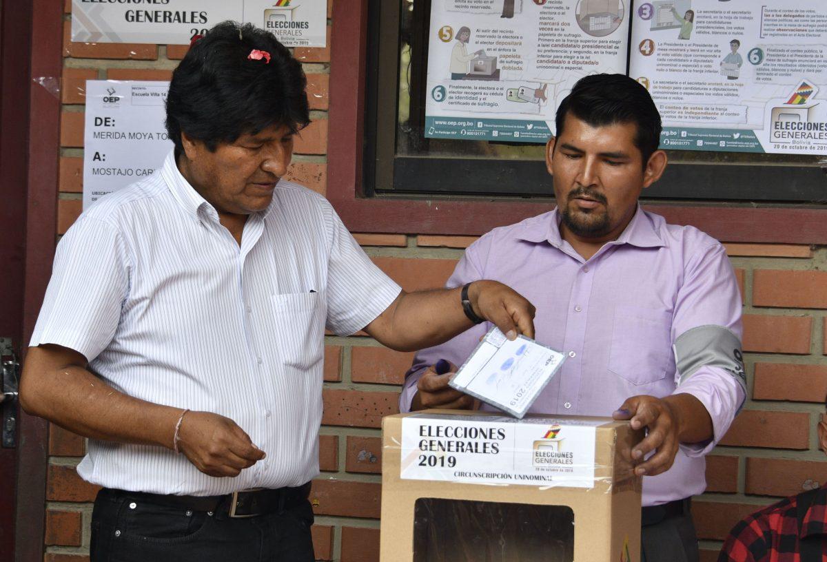 Evo Morales encabeza resultados electorales en Bolivia pero irá a una histórica segunda vuelta
