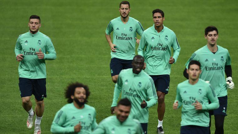 El Real Madrid, durante su entrenamiento, previo a afrontar la Champions League. (Foto Prensa Libre: AFP)